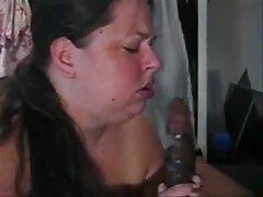 دو لزبین در اتاق نشیمن گربه یکدیگر را لیس می زنند بهترین سکس های جهان