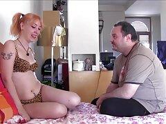 بانوی بهترین سایت سکسی جهان بالغ با جوراب ساق بلند خروس را در خانه خودارضایی می کند